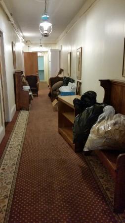 كينيدي إن: cleaning out the attic