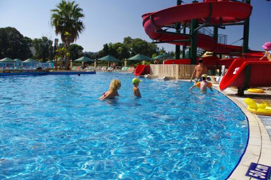 Palazzo di Zante Hotel: basen mało bezpieczny dla dzieci