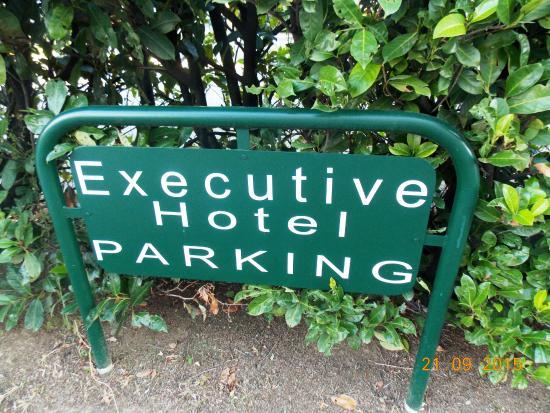 Executive Hotel: Обозначение места для машин