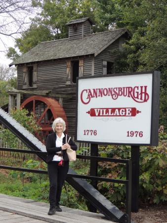 Cannonsburgh  Village: entrance