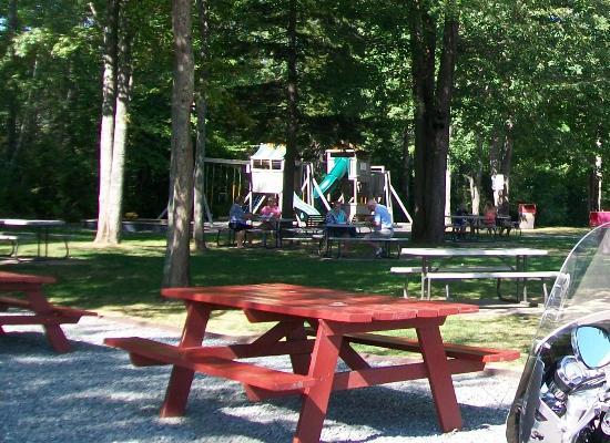Ellsworth, ME: Great outdoor eating area