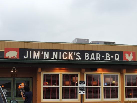 Jim & Nicks BBQ: entrance