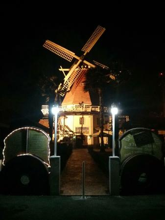 Old Dutch Windmill: Moinho
