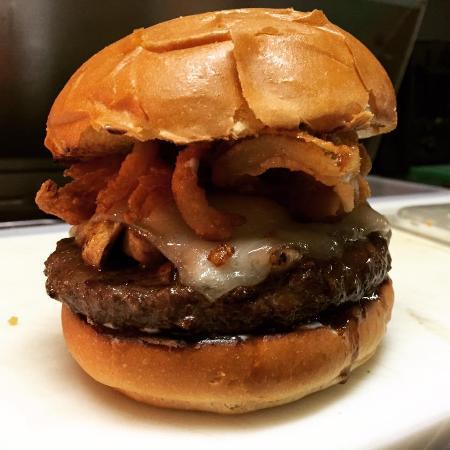 Waterford, CA: La Garza Smoke House Burger