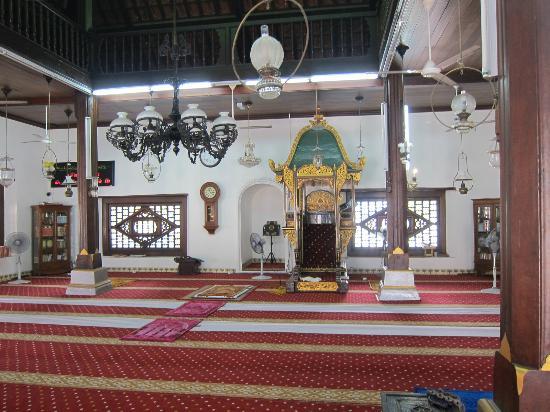 Kampung Hulu Mosque: 内部