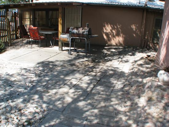 Mountain Valley Lodge & RV Park: La Casita Court Yard