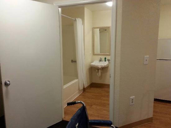 InTown Suites Nashville Southeast : Handicap bathroom...