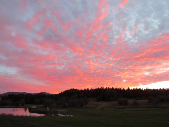 Colebrook, Nueva Hampshire: Sunset - backyard
