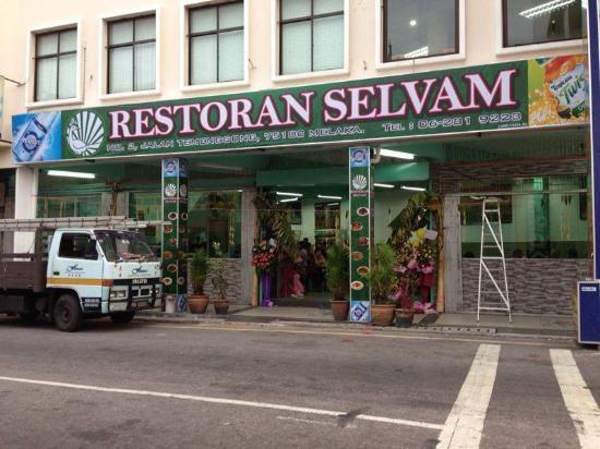 Selvam: 引っ越してきたセルバム本家