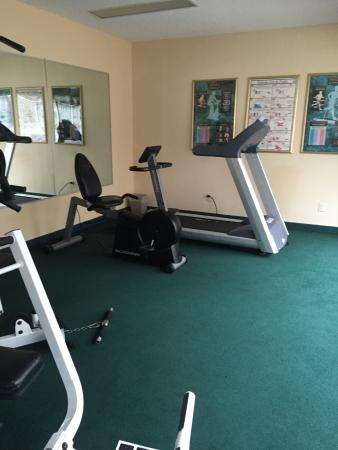 Baymont Inn & Suites Henderson Oxford: GYM