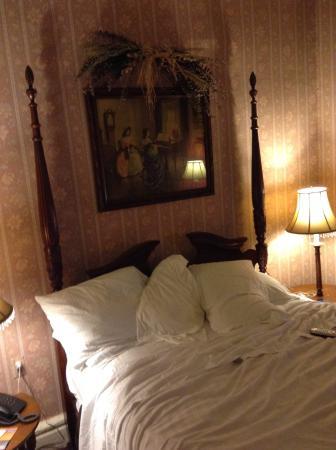 Biltmore Suites Hotel: Cama espaçosa