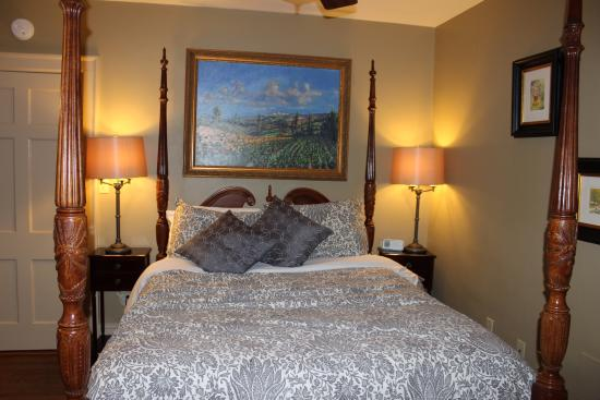 The Williamsburg Manor Bed and Breakfast : Family Suite
