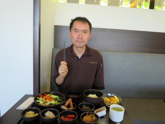 Candeo Hotels Shizuoka Shimada : 朝食を食べる私