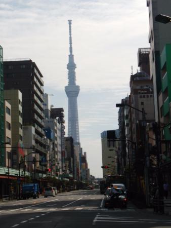 Hotel Sunroute Asakusa: ホテル近くの雷門1丁目交差点からの東京スカイツリー