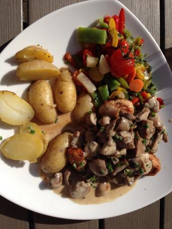 Urbar b Koblenz am Rhein, Niemcy: Putensteak war ok, Gemüse schmeckte wie aus Tiefkühlbeutel.