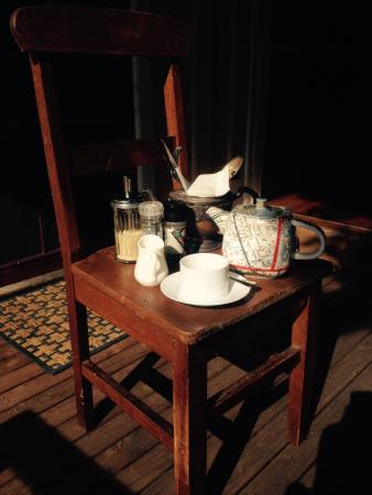 Tuck Inn Yarra Valley: Breakfast alfresco