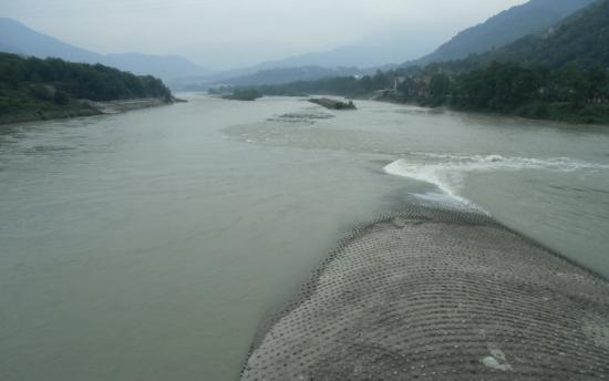 Yuzui Diversion Channel: 都江堰の先端