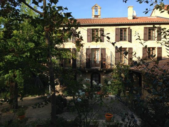 Hotel les Raspes: La maison vue du jardin