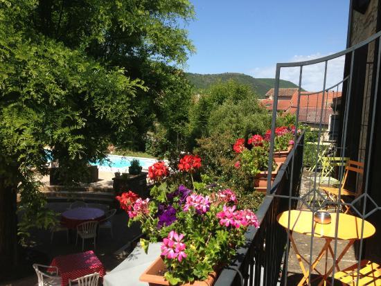 Hotel les Raspes: Vue des chambres côté jardin
