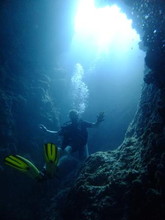 Pirate Divers: Descending The Chimney