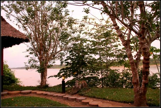 Inkaterra Reserva Amazonica: Early morning view over the Madre de Dios river from my cabana