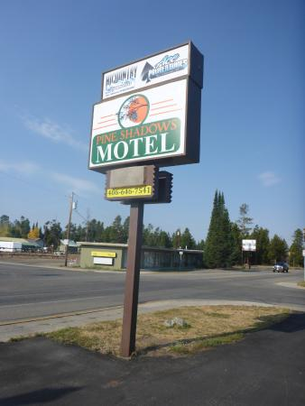 Pine Shadows Motel: Schild