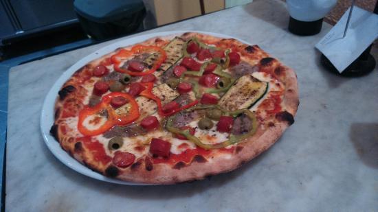 Cluny, Francia: La pizza marocaine avec de l'agneau....