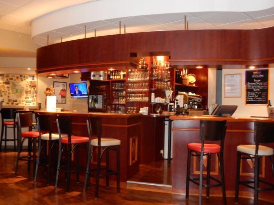 Ibis Beaune Centre : Bar au R de C de l'Hôtel Ibis Centre