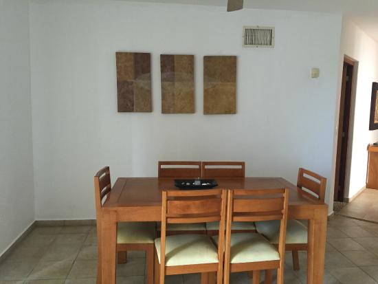 Villas Mayaluum: dining area