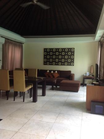 The Seri Villas by Premier Hospitality Asia: Lounge/dining area