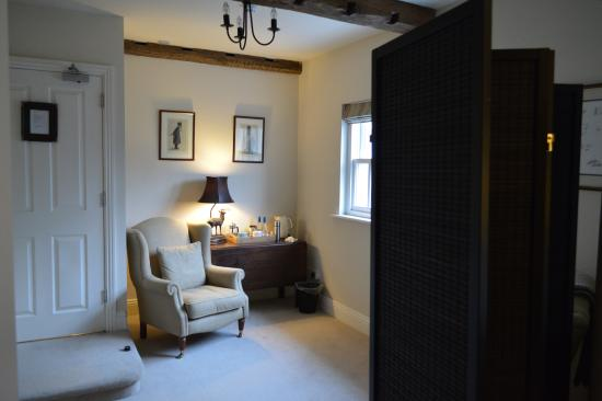 Lupton, UK: Entry to main room for tea and coffee