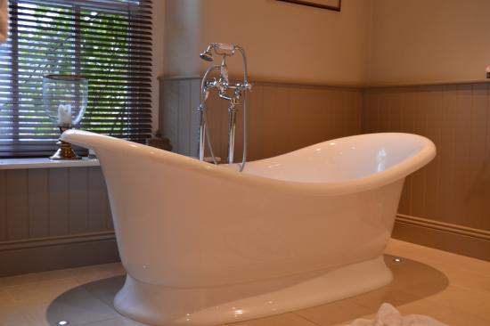 Lupton, UK: A very large bath!
