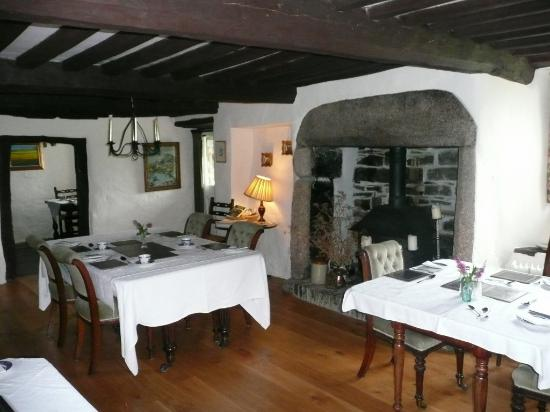 Lower Tresmorn Farm: breakfast room