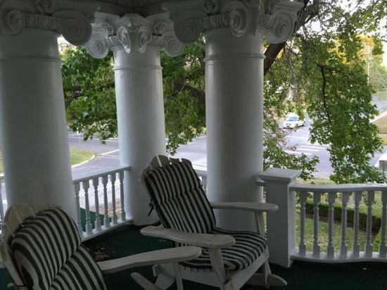 Hayes House Bed and Breakfast: The porch on the terrace outside the suite