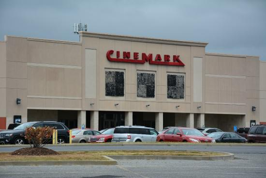 ‪Cinemark Movie Theater‬