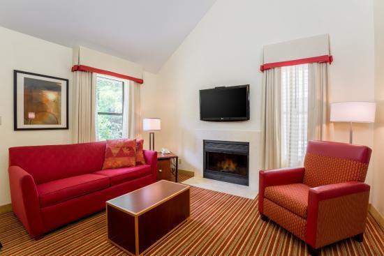 Residence Inn Cincinnati North/Sharonville: Bi-Level Loft Suite Living Room With Fireplace