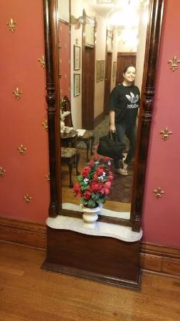 Castle Marne Bed & Breakfast: The diamond dust mirror (one must stand close to see the iridescence!)
