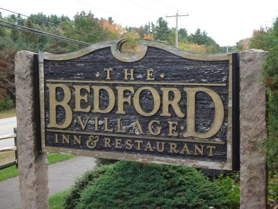 Bedford Village Inn: Signage on road