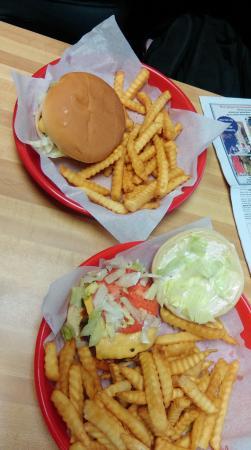 Yonah Burger: Delicious burgers