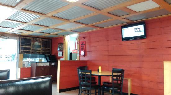 Yonah Burger: dining area