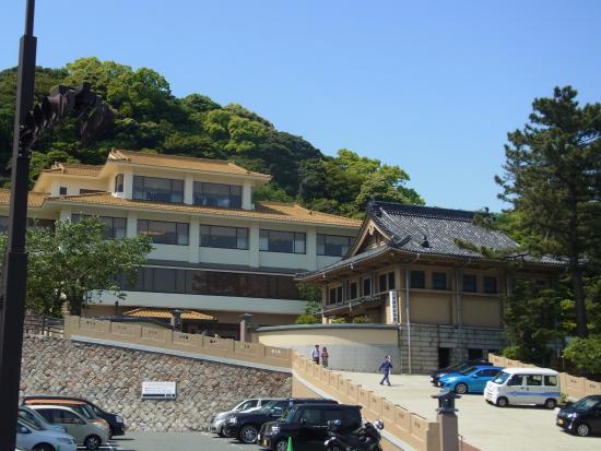 Shunpanrou: 記念館が右で、奥が本館