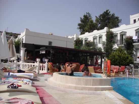 مايزون 48 أبارت هوتل: view of the childrens pool