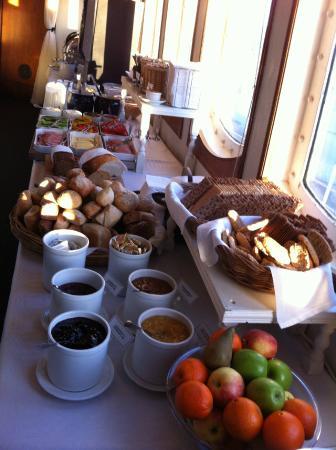 Malardrottningen Yacht Hotel and Restaurant: фрагмент завтрака)
