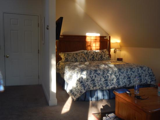 Old Stagecoach Inn: Room 11 - Bed Area