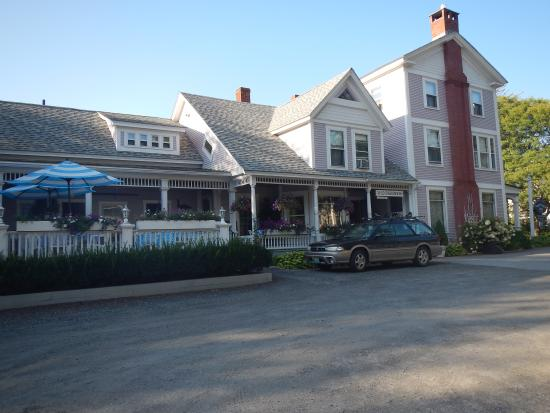 Old Stagecoach Inn: The Inn from the parking lot
