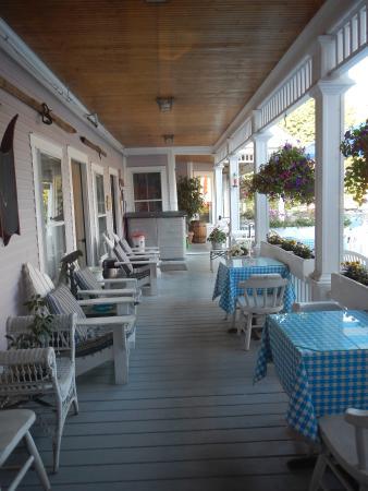 Old Stagecoach Inn: Porch Area at the Inn