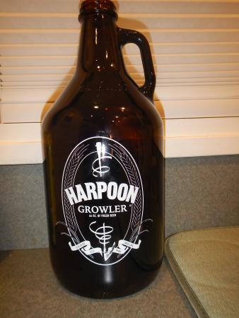 Harpoon Brewery: Growlers availble to be filled to go