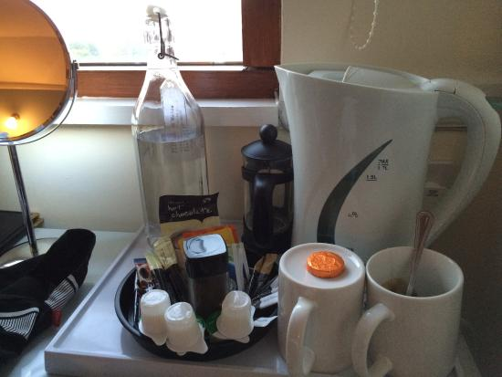 The Telstar Hotel: Coffee, tea and filtered water in room