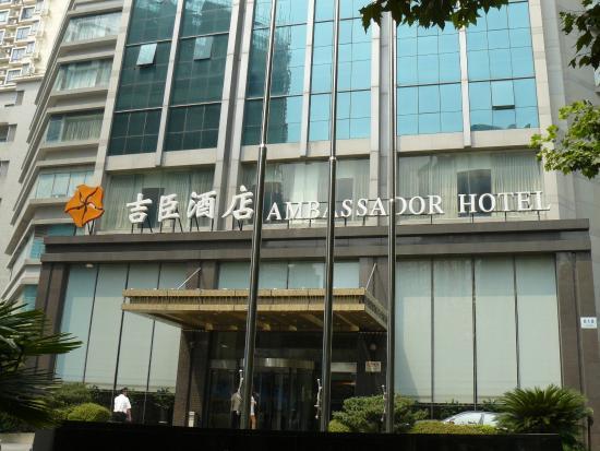 Ambassador Hotel: Entrada del hotel