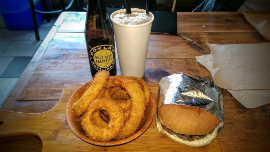 Baldwin Street Burger : Classic burger, rings and rootbeer float